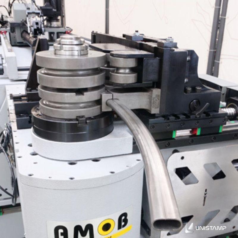 Máquina curvadora de tubos cnc